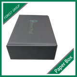 Caja de cartón acanalado negra llena del color