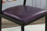 レストランが付いている紫色カラー型の金属の椅子