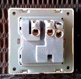 Interruptor de la norma británica Madera-textura 13A de múltiples funciones del zócalo de pared con luces de neón
