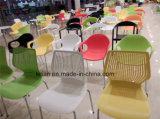 Modernes Plastikmetall, welches das Speisen und Kaffee-Stuhl (LL-0058, stapelt)