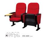 Los asientos fijos piso del auditorio con el Bloc de notas (RX-310)