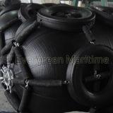 Defensas de goma neumáticas con los encadenamientos y jaula de los neumáticos para la protección del barco