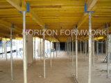 Système de coffrage dalle en de béton avec des appui verticaux et des faisceaux de bois de construction