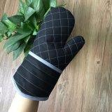 中国の工場カスタム作業綿のオーブンの手袋の卸売