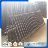 美しくより強い管状の電流を通された金属の塀