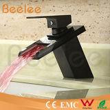 Смеситель Ql140418bf воды тазика водопада новой гидровлической ручки шара СИД черной одиночной стеклянный