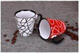 크리스마스 컵 선물로 로고 구호를 가진 창조적인 커피잔