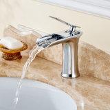 Escolhir o Faucet do dissipador da vaidade do banheiro da cachoeira do punho