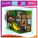 O tema da casa de árvore caçoa o campo de jogos interno (QL-17-12)