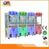 Máquina de la garra de la grúa del juguete de la muñeca del caramelo del cubo de Rubik de la diversión para la venta Malasia