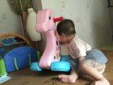 2017 крытых пластичных игрушек всадника тряся лошади для младенца (HBS17015B)