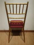 방석 Chiavari 의자를 가진 결혼식 의자