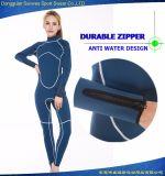 Traje elástico mujer de manga larga de neopreno flexible del equipo de submarinismo surf