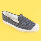 Preiswerte Segeltuch-verursachende schwarze Espadrille-flache Schuhe der Frauen