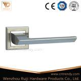 Traitement de levier en alliage de zinc de bonne qualité de blocage de meubles de porte (marque dernier cri Z6150-ZR09)