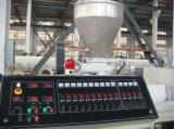 A linha de produção eletricidade da tubulação do PVC conduz a linha de produção