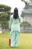 Funcionamiento de Wudang Tai del Taoism de las mujeres Relaxed acogedoras de la ji que muestra el juego de Kongfu de la manera