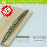 Роскошь сдобрила тягу ручки кухонного шкафа формы латунную деревянную