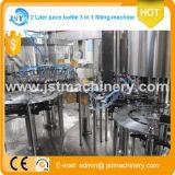 Terminar a maquinaria de enchimento da embalagem do suco