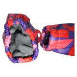 赤ん坊または子供のための赤い対照の小切手PU雨手袋