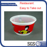 Einzelnes Fach-Wegwerfplastiknahrungsmittelbehälter wegnehmen