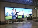 空港屋内壁に取り付けられた広告の表示LEDライトボックス