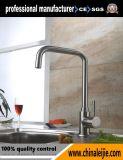 Установленный палубой Faucet кухни нержавеющей стали