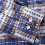 Chemise de plaid de Cutton de deux hommes de couleur