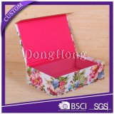 Caja de la textura del papel Tapa articulada de lujo de regalo con el logotipo en relieve