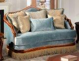 アメリカの旧式なファブリックソファー標準的な愛シートの椅子の古典的な表は生きている家具のための木フレームとセットした