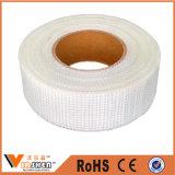Constructeur auto-adhésif de bande de maille de fibre de verre