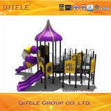 Пурпуровое оборудование спортивной площадки детей скольжения