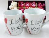 De douane drukte de Chinese Kop van de Thee van het Porselein voor de Dag van de Valentijnskaart af