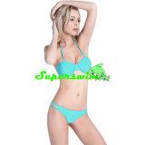 Reizvoller brasilianischer Bikini für Dame