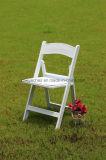 金属の折りたたみ椅子
