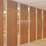 El panel de pared de madera de partición del taller insonoro con las particiones de la fábrica