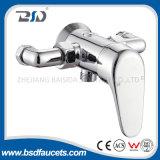 Однорычажный ручной, котор подвергли действию установленный стеной Faucet ливня