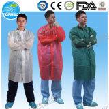 Capa no tejida del laboratorio de la venta caliente, capa de trabajo del laboratorio disponible, capa protectora del visitante