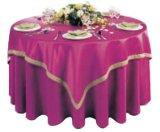 Pano de tabela elegante do dobro da sala de jantar do restaurante