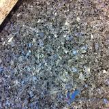 磨かれた自然で青い真珠の敷石