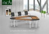 Büro-Möbel-kleiner dreieckiger Versammlungstisch mit dem Metallbein