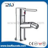 A garganta elevada cromou o Faucet de bronze montado plataforma do dissipador do misturador da cozinha