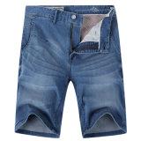 人の洗浄されたジーンズのデニムはCapriのズボンの夏のショートパンツをショートさせる