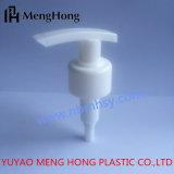 Pompe colorée en plastique de lotion de forme de lame de pp pour la bouteille