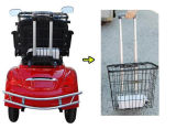 Una sedia a rotelle elettrica delle tre rotelle per l'adulto