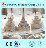 結婚式の装飾のための新しいデザイン樹脂のケーキの形の帯出登録者