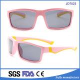 高品質の柔らかいタッチのゴム製材料は分極されたUV400のサングラスをからかう