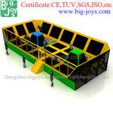 Grande sosta dell'interno del trampolino di qualità eccellente (trampoline05)