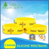 Lueur promotionnelle personnalisée dans le bracelet foncé de silicones de Debossed avec le logo spécial