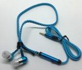 Multi cor nova em auriculares estereofónicos do Zipper do estilo da orelha